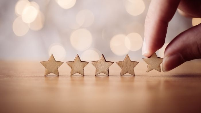 customer putting 5 wooden stars on a table